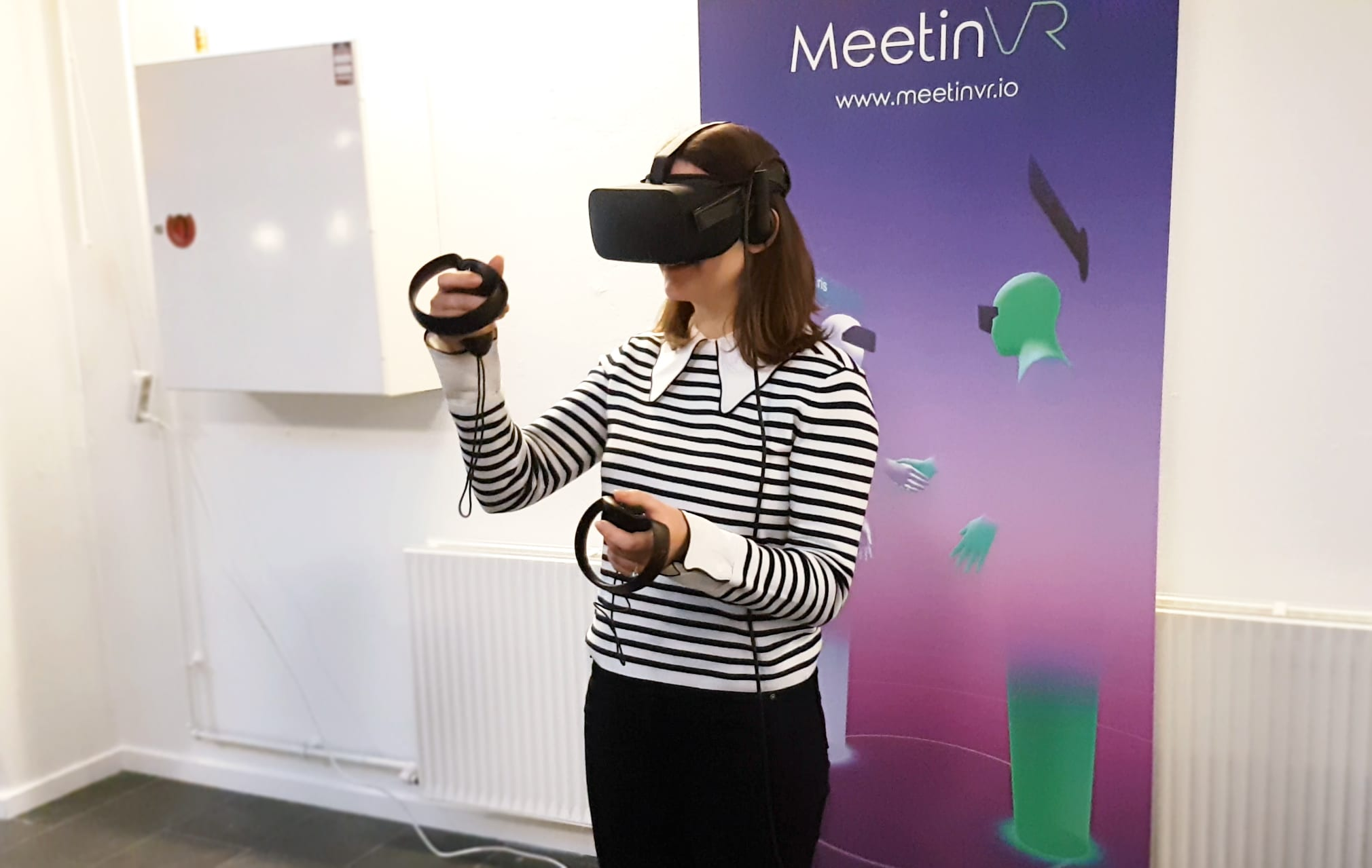 fun virtual reality headsets oculus CBS Students try MeetinVR demo and pitch